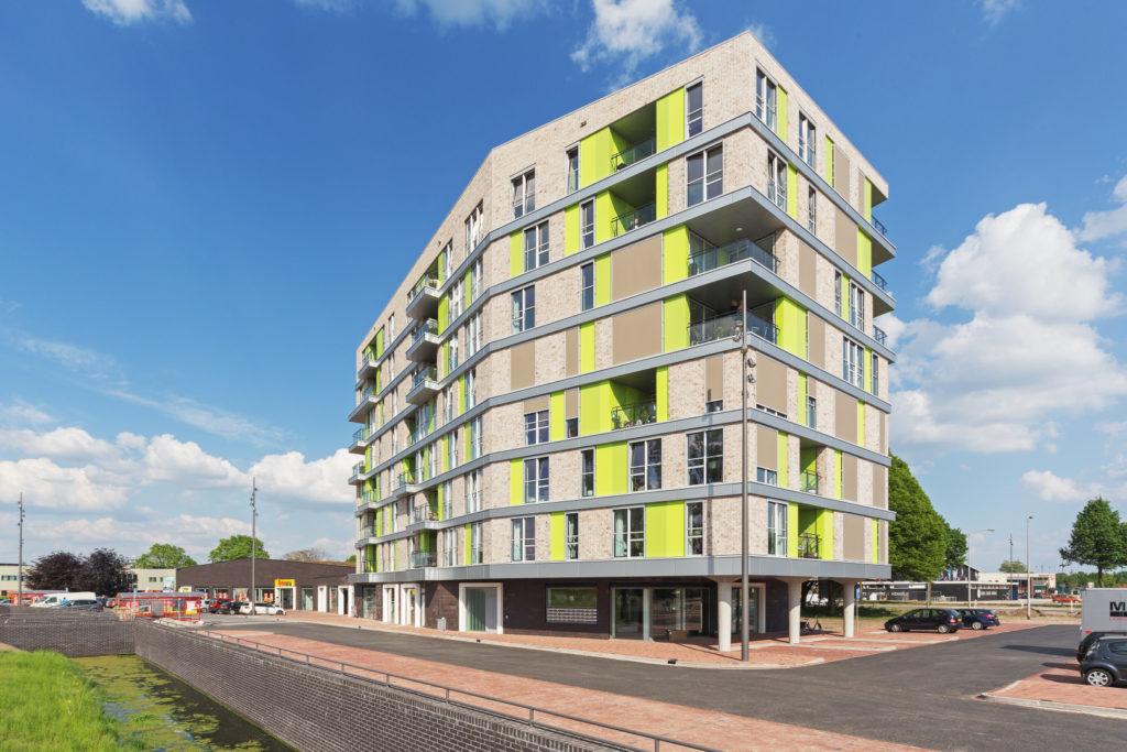 Eerste bewoners verhuizen van oude flats naar nieuwbouw